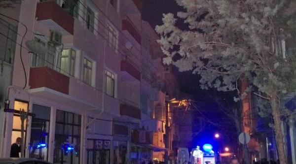Eşi Evi Terk Edince, Balkona Çikip Intihara Kalkişti