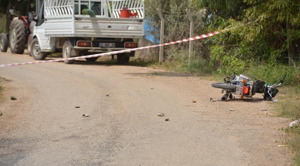Eşine 'dekolte Giyme' Diyen Komşunun 2 Oğlunu Öldürdü