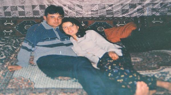 Eşini Öldürdü, Kapının Önünde Sigara İçip Polislerin Gelmesini Bekledi