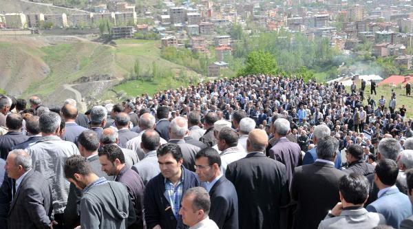 Eski Milletvekili Özbek, Gözyaşları Arasında Toprağa Verildi