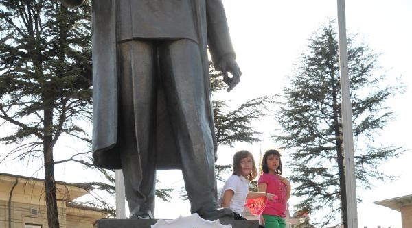 Eskişehir'de 200 Kişi Bayrağa Saygı İçin Yürüdü