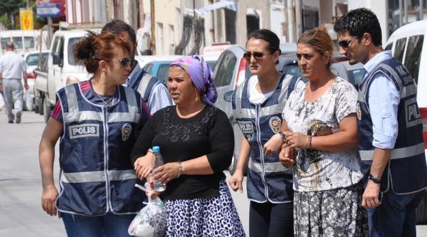 Eskişehir'de 2 Kadın 1 Kilo Esrarla Yakalandı
