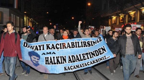 Eskişehir'de 500 Kişi, Ali Ismail Korkmaz Davasinin Kayseri'ye Alinmasini Protesto Etti