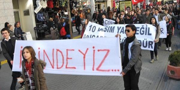 Eskişehir'de 500 Liseli Atatürk Için Yürüdü