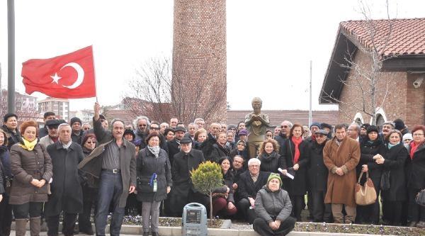 Eskişehir'de Ali İsmail'in Heykeli Önünde Berkin Anıldı