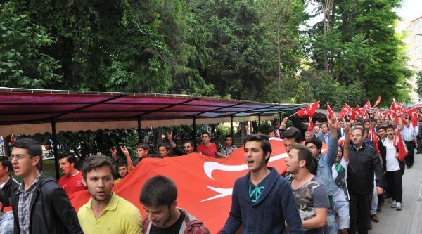 Eskişehir'de Bayrağa Saygı Yürüyüşünde Gerginlik