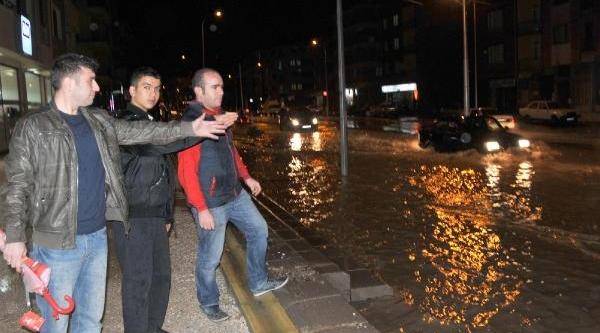 Eskişehir'de Caddeler Göle Döndü