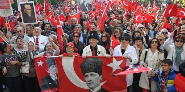 Eskişehir'de Cumhuriyet Yürüyüşü'ne 40 Bin Kişi Katildi
