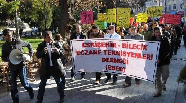 Eskişehir'de 'eczaneler Cumartesi Kapatilsin' Yürüyüşü