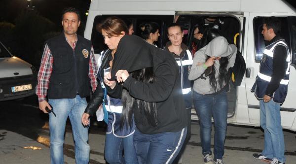 Eskişehir'de Fuhuş Operasyonu: 2'si Üniversite Öğrencisi 8 Kadın Gözaltına Alındı
