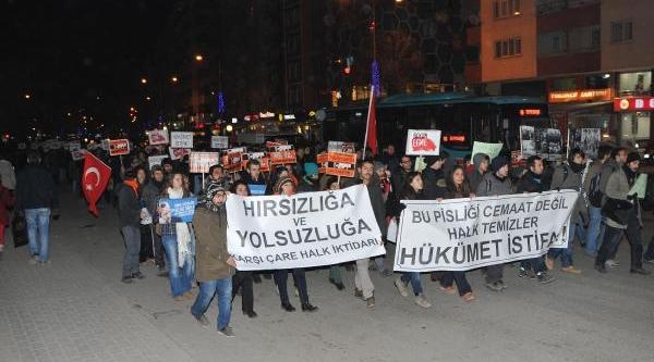 Eskişehir'de 'hükümet Istifa' Yürüyüşü