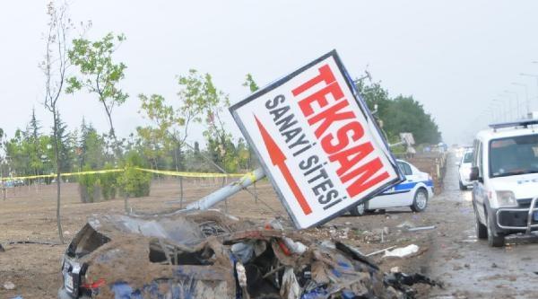 Eskişehir'de Kaza: 2 Ölü, 1 Yaralı