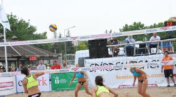 Eskişehir'de Kum Voleybolu Turnuvası