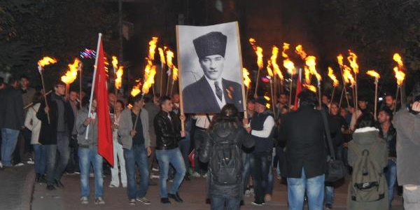 Eskişehir'de Meşaleli 10 Kasim Yürüyüşü