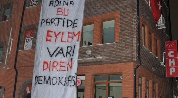 Eskişehir'de Milletvekili Kurt'un Başkan Adayliğina Pankartli Tepki