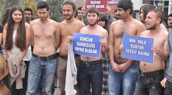 Eskişehir'de Üniversiteliler Van Için Soyundu