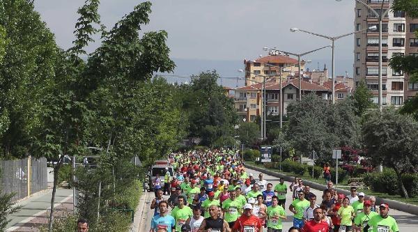 Eskişehir'de Yarı Maratona 1000 Sporcu Katıldı