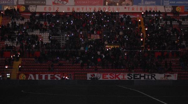 Eskişehirspor-Fethiyespor Maçi Elektrik Kesintisinden Yarida Kaldi