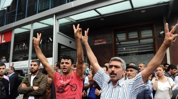 Esrarengiz Gösterici Karşıt Görüşlü Grupların Her İkisinde De Slogan Atarken Görüntülendi