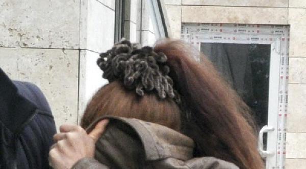 Evden Altın Çalan Kadını Güvenlik Kamerası Yakalattı