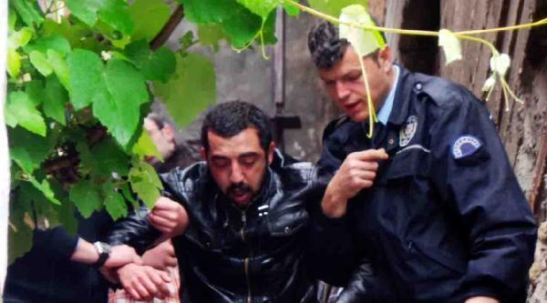 Evden Uzaklaştırılma Cezası Olan Oğlunu Sopayla Dövdü