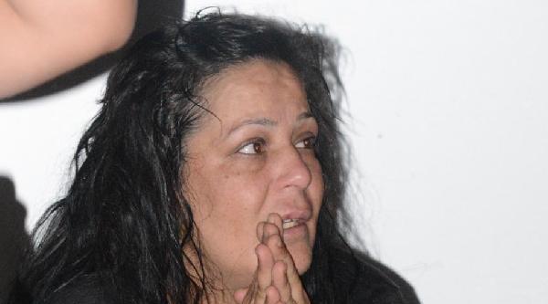 Evine Giden Kadını Dövüp Çantasini Gasp Ettiler