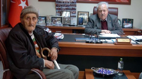 Evleri Yanan Yaşli Çifte Yardim Yağiyor