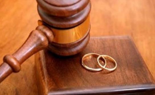 Evli kadına soyadı özgürlüğü!