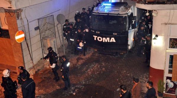 Eylemci Işçilere Polis Müdahale Ett:, 14 Yarali