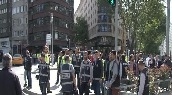 Eylemciler Divan Kavşağı'ndan Uzaklaştırıldı