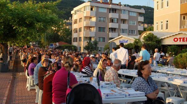 Eyüp Belediyesi Cide'de 2 Bin 500 Kişiye İftar Verdi
