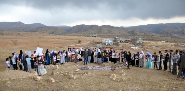 Faili Meçhule Kurban Giden 4 Kişinin Yakinlari Kemiklerin Bulunduğu Yeri Ziyaret Etti