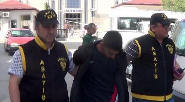 Fanila Parçasını Maske Yapan Hırsız, Kamyonetin Altında Yakalandı