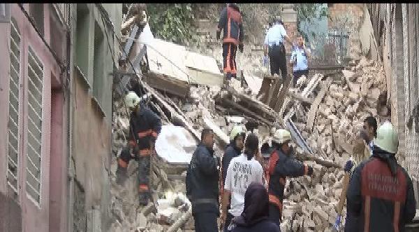Fatih'te 4 Katlı Bina Çöktü