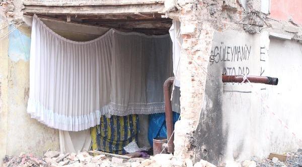 Fatih'te Çöken Binadan Geriye Kalanlar
