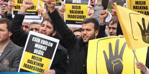 Fatih'te Mursi'ye Destek Gösterisi