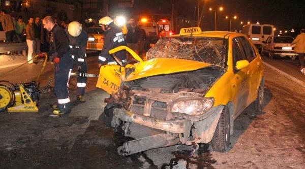 Fatih'te Trafik Kazasi: 2 Yarali