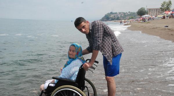 Felçli Babaannesini Denizle Buluşturdu