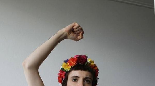 Femen İspanya Twitter Yasağına Karşı Soyundu