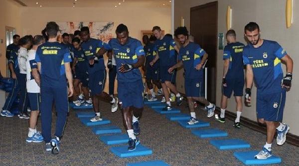 Fenerbahçe Antalya Kampindaki Ilk Antrenmanini Salonda Yapti