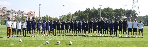 Fenerbahçe Antrenmanında Seba İçin Saygı Duruşu