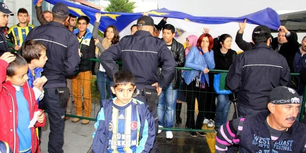 Fenerbahçe Kayseri'de Çiceklerle Karşilandi