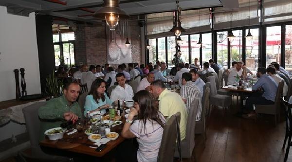 Fenerbahçe Kulübü Yöneticileri Ve Basketbolcular Yemekte Bir Araya Geldi