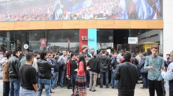 Fenerbahçe Maçı İçin Bilet Kuyruğu Oluştu