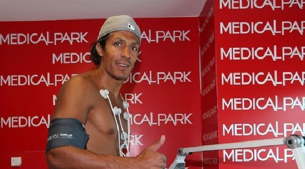 Fenerbahçeli Futbolculardan Meireles Ve Alves Sağlık Kontrolünden Geçti