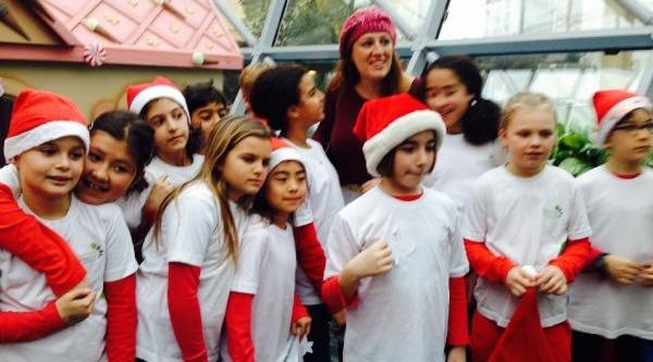 Fenerbahçeli Kuyt'in Kizindan Flash Mob Şov