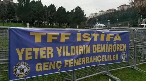 Fenerbahçeli Taraftarlar Tff'yi Protesto Etti