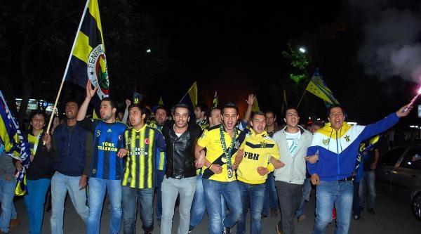Fenerbahçe'nin 19'uncu Şampiyonluğu Salihli'de Coşkuyla Kutlandı