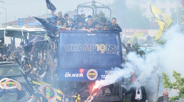 Fenerbahçe'nin Şampiyonluk Kutlamalarından Fotoğraflar