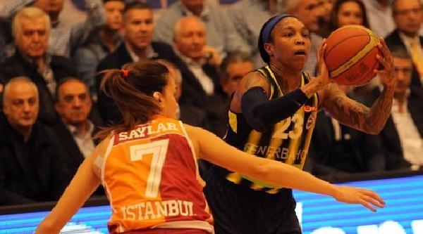 Fenerbahçe'nin Seriyi 2-2'ye Getirdiği Maçta Aziz Yıldırım'dan Dostluk Mesajı